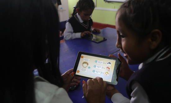 Más de un millón de escolares y maestros de Perú accederán al programa de educación digital promovido por la Fundación Telefónica, de la multinacional española de telecomunicaciones, y por la también española Fundación Bancaria La Caixa, con sede en Barcelona.