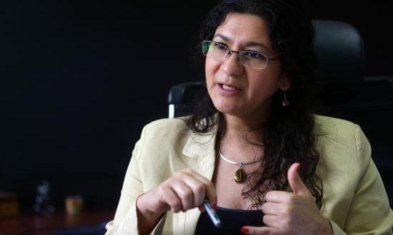 Fotografía del 26 de septiembre de 2016 de la directora del Consejo Nacional de la Niñez y de la Adolescencia (CONNA) de El Salvador, Zaira Navas. EFE/Archivo