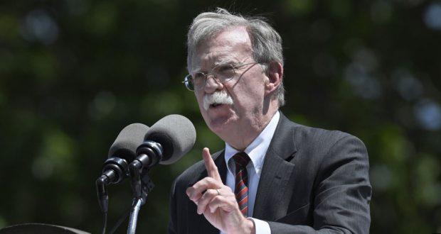 El asesor de seguridad nacional John Bolton habla en la ceremonia de graduación de la Academia de la Guardia Costera de los Estados Unidos en New London, Connecticut.