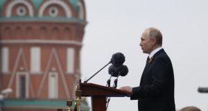 El presidente ruso se ha dirigido a la audiencia desde la tribuna con un discurso con motivo del 74.º aniversario de la victoria en la Gran Guerra Patria.