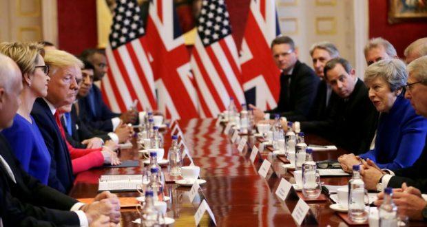 El presidente Donald Trump y la primera ministra británica, Theresa May, se reunieron en un desayuno de negocios en el Palacio de St. James, el martes 4 de junio de 2019.
