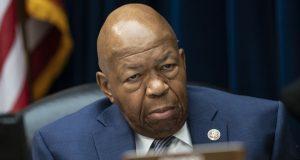 """Elijah Cummings, presidente del comité de supervisión de la Cámara de Representantes dijo que esta decisión parece ser """"otro ejemplo de desafío"""" a la autoridad del Congreso."""