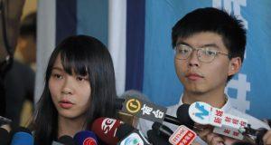 La policía de Hong Kong arrestó el viernes 30 de agosto de 2019 a dos destacados líderes prodemocracia en medio de las protestas en el territorio semiautónomo chino