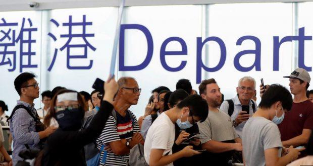 """Los activistas """"interfirieron gravemente"""" con las operaciones, indicó el aeropuerto en un comunicado."""