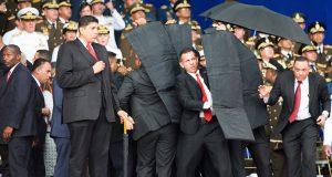 Guardia presidencial venezolana protege al presidente Nicolás Maduro, en Caracas, el 4 de agosto de 2018.