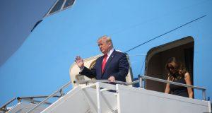 Antes de salir de la Casa Blanca junto a la primera dama, Melania, el presidente Donald Trump buscó calmar los ánimos en sus respuestas a periodistas que lo vieron abordar el Air Force One.