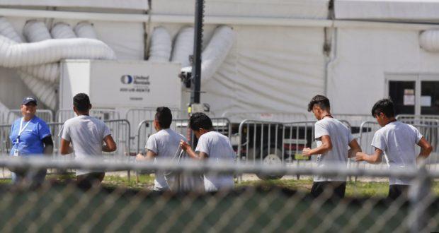 Algunos estados están tratando de mantener un acuerdo judicial de 1997 conocido como el Acuerdo de Flores, que restringe la cantidad de tiempo que se le permite al gobierno detener a un niño inmigrante a 20 días o menos.